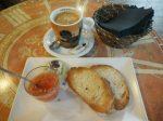 朝食がお得なカフェ「No solo pan y café」。
