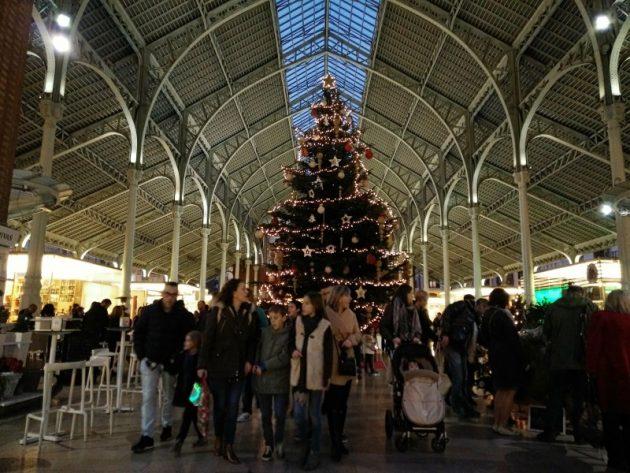 Mercado del Colón(コロン市場)のクリスマスツリー。