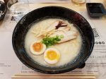 「Ryukishin(龍旗信)」の白湯ラーメン。