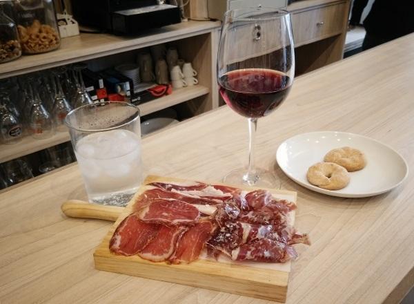 ワイン好き必見!こだわりおつまみが自慢の「Bodega Albarizas」