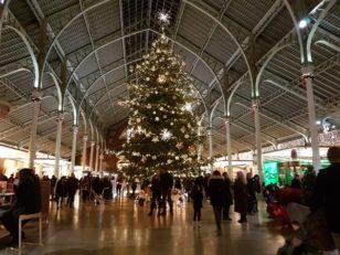 コロン市場のクリスマスツリー。