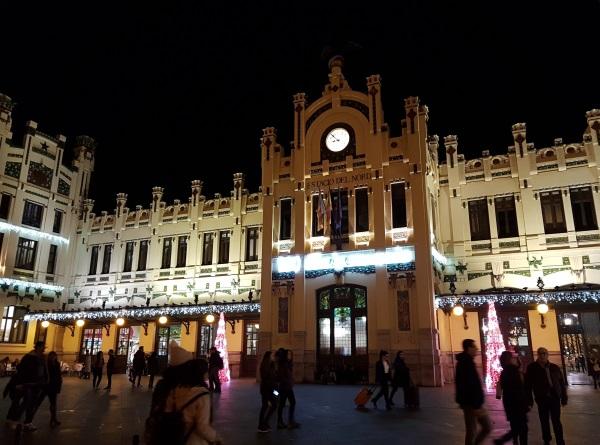 バレンシア北駅のデコレーション。