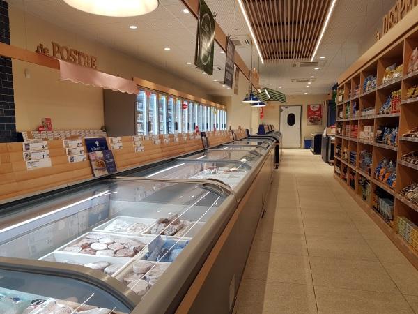 冷凍食品専門スーパー「La Sirena」の店内。