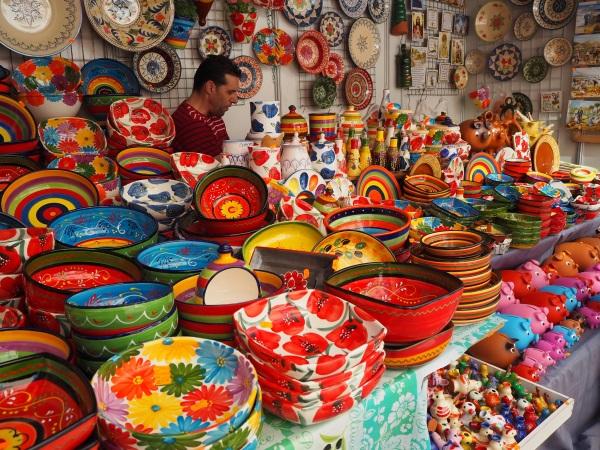 色鮮やかな陶器。
