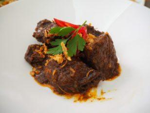 「Sabor Nusantara」牛肉を甘辛く煮たもの。